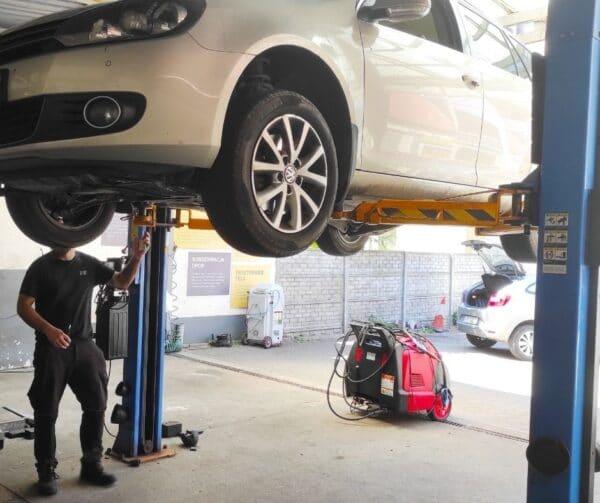 Mycie silnika z oleju